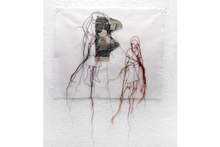 FILI DI ATTUALITA#12 / newspaper sewing on fabric / 30×30 cm / 2006-2010 / Collection Credit Suisse